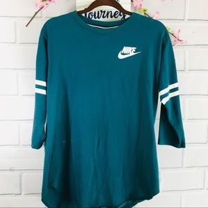 Nike Women's Graphic 3/4 Sleeve Top Med